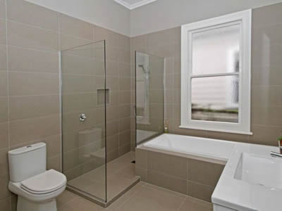 Bathroom fitter in manchester bathroom fitter in manchester for Small bathroom designs nz